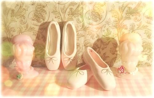 トゥシューズの小物入れ 陶器製 トゥシューズの陶器の小物入れが人気です♪