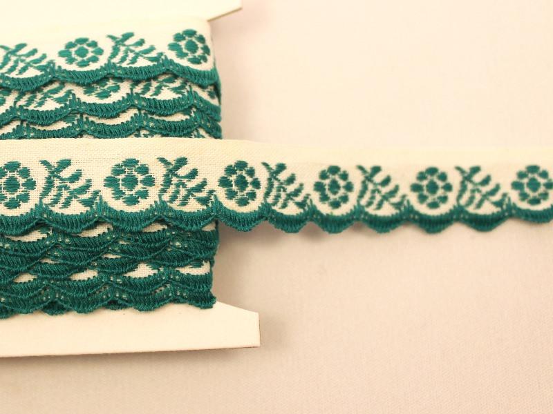 チェコアンティーク スカラップ刺繍リボン グリーンのお花