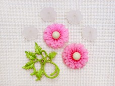 アンティークビーズ ピンクのお花と葉っぱ