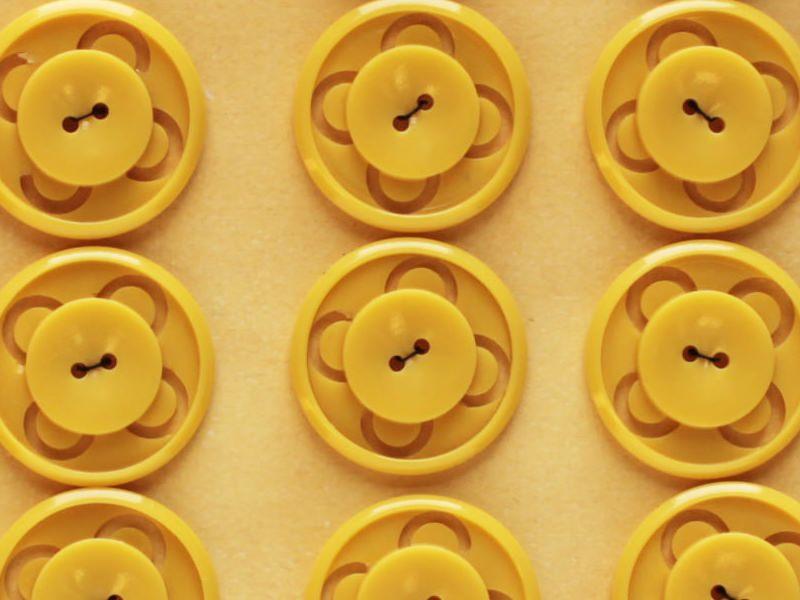 黄色の透かしボタン アンティークフランス