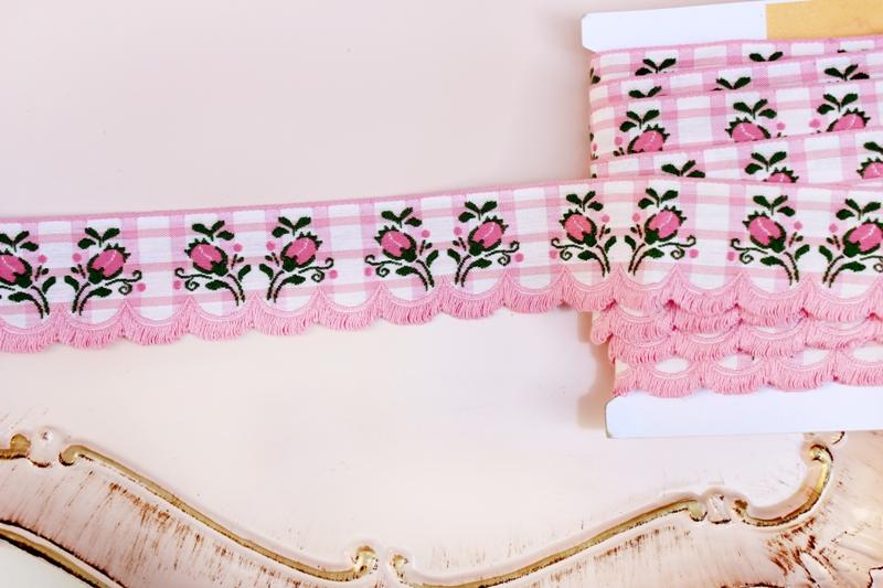ピンクつぼみの刺繍 スカラップリボン チェック アンティーク