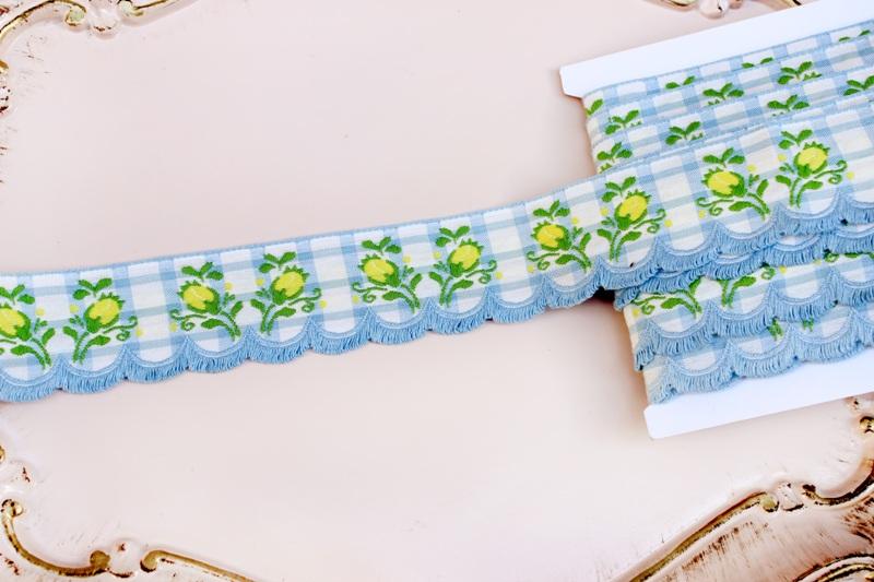 つぼみの刺繍 スカラップリボン 水色のチェック アンティーク