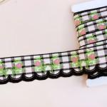 ピンクのつぼみ刺繍 スカラップリボン 黒のチェック