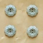 お花のモチーフボタン 水色 イギリスアンティーク
