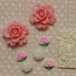 お花のカボションパーツ ピンクのバラと白いお花 ヴィンテージ