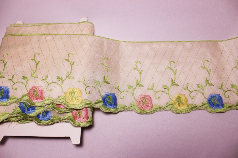 アンティーク 幅広レース お花の刺繍