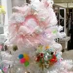 羽根のリースでかわいいクリスマス飾りをハンドメイド