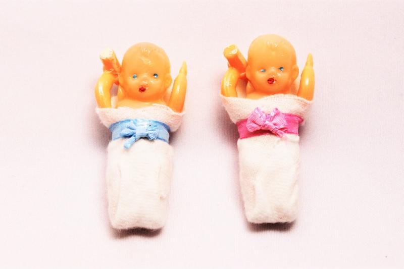 ミニチュアおくるみの赤ちゃん プラスチック 香港 1950 ヴィンテージ