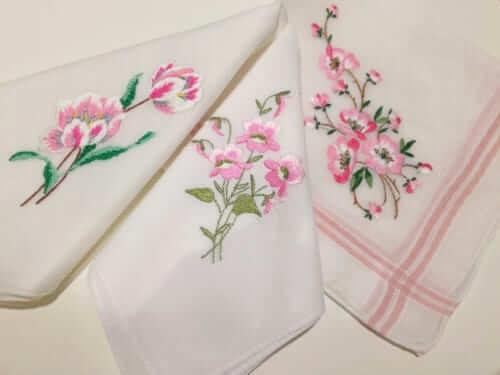 アンティークハンカチーフ お花の刺繍 イエロー 銀座ロフト店 ヴィンテージDeco